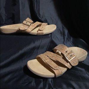 NEW SIZE 9 Vionic Skyler Sandals